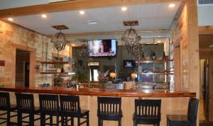 The lounge or bar area at Eagle Lodge at Crying Eagle Lodging Company