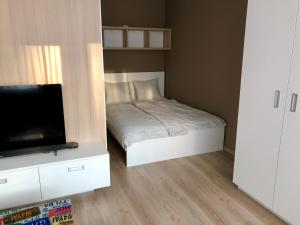 A bed or beds in a room at Cool Bratislava Apartment - A/C - Private Parking - Wifi