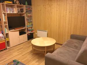 Ein Sitzbereich in der Unterkunft Chalet LÃ -haut