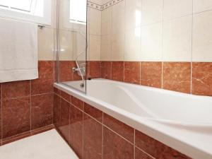 A bathroom at Villa 140