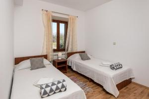 A bed or beds in a room at Kameni raj