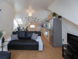 A seating area at One Bedroom Flat 64e