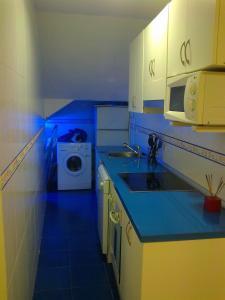 Una cocina o zona de cocina en Apartamentos Huelin Playa