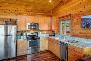 A kitchen or kitchenette at Snug Harbor Resort and Marina