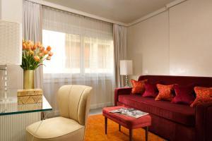 A seating area at Ponte Vecchio Suites & Spa