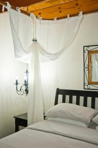 A bed or beds in a room at De Bruine Huis