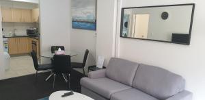 Кът за сядане в Liv Arena Apartments Darling Harbour