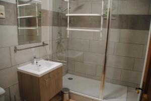 A bathroom at Gite chez Phil