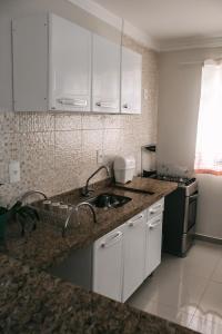 A kitchen or kitchenette at Apartamento do Luiz