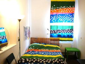 Ein Bett oder Betten in einem Zimmer der Unterkunft O11- Großzügige Fewo im Künstlerhaus