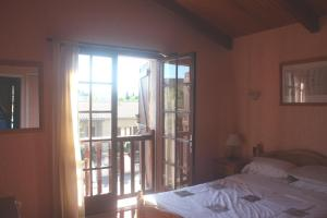 A bed or beds in a room at Maison - Limoux