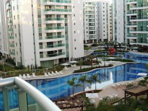 The swimming pool at or close to Apartamento 2 quartos Living Park Sul