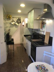 A kitchen or kitchenette at Casita rosa