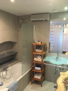 A bathroom at Casita rosa