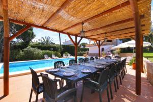 A restaurant or other place to eat at Villa Pinosol
