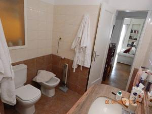 A bathroom at Luminoso y amplio apartamento de 90 m² en Punta Carretas