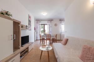 A seating area at Apartments Prekalj