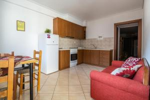 A kitchen or kitchenette at Holiday Zigos