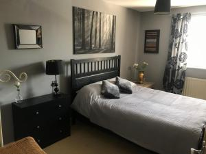 A bed or beds in a room at apartments4you
