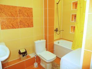 A bathroom at Comfort Apartment
