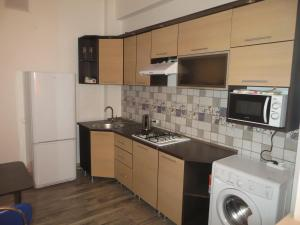 A kitchen or kitchenette at Comfort Apartment