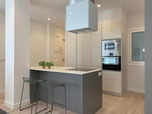 A kitchen or kitchenette at ARRASATE SUITE Stylish, Super Central and New.
