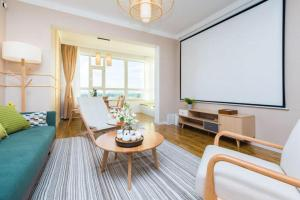 A television and/or entertainment center at Harbin Daoli·Central Street· Locals Apartment 00165600