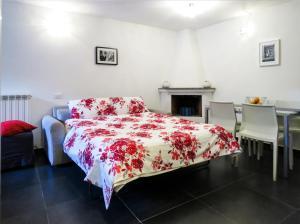 Postel nebo postele na pokoji v ubytování Casa del Moro - romantic loft in Trastevere