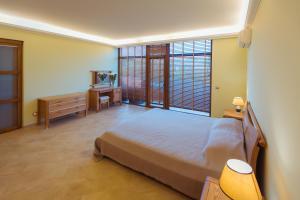 Кровать или кровати в номере Art Hotel KOKTEBEL APARTMENTS