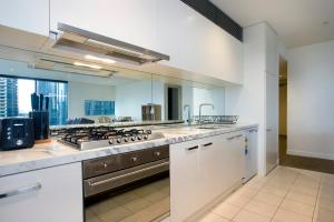 A kitchen or kitchenette at Mono Apartments on Freshwater Place