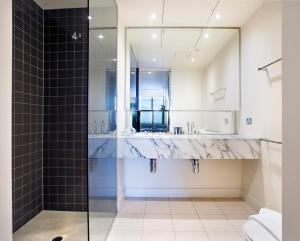 A bathroom at Mono Apartments on Freshwater Place