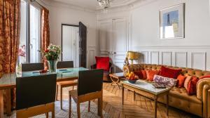 A seating area at Paris Historic Marais Montorgueil