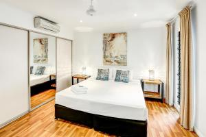 A bed or beds in a room at Cascade Gardens