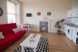 A seating area at Stay Cork-Your Stay, Your Way