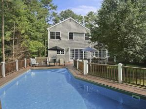 The swimming pool at or near Lovely Hamptons Home Close to Sag Harbor and East Hampton