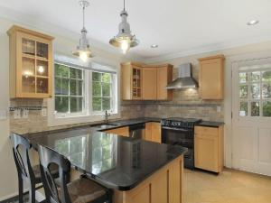 A kitchen or kitchenette at Lovely Hamptons Home Close to Sag Harbor and East Hampton