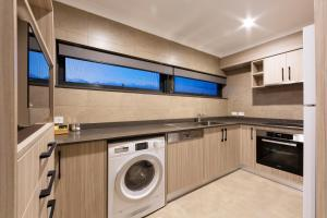 A kitchen or kitchenette at Forrest Hotel & Apartments