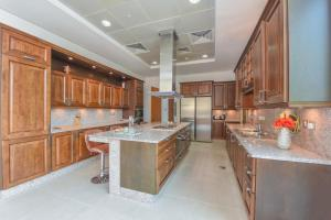 A kitchen or kitchenette at Dream Palm Jumeirah Penthouse