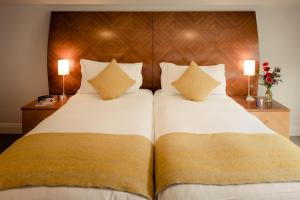 A bed or beds in a room at Premier Suites Plus Dublin Leeson Street