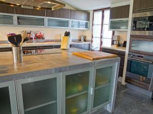 A kitchen or kitchenette at Villa Le Grand Deau