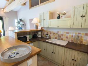 A kitchen or kitchenette at Holiday Home Bezert