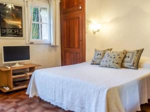 A bed or beds in a room at Apartment L'Espadon