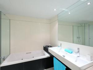 A bathroom at Apartment Diagonal Mar