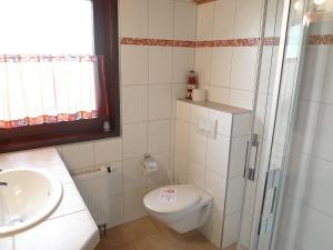 Ein Badezimmer in der Unterkunft Holiday Home Altes Land.3