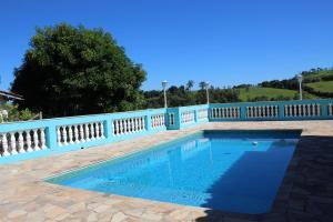The swimming pool at or near Chácara Refúgio