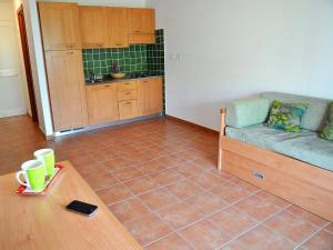A seating area at Apartment Castaniu