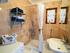 A bathroom at Apartment Bojana