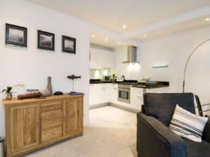 A kitchen or kitchenette at Apartment Loch Tay.2