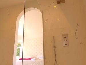 A bathroom at Villa Whitehouse