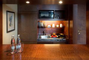 A kitchen or kitchenette at Living Hotel Prinzessin Elisabeth